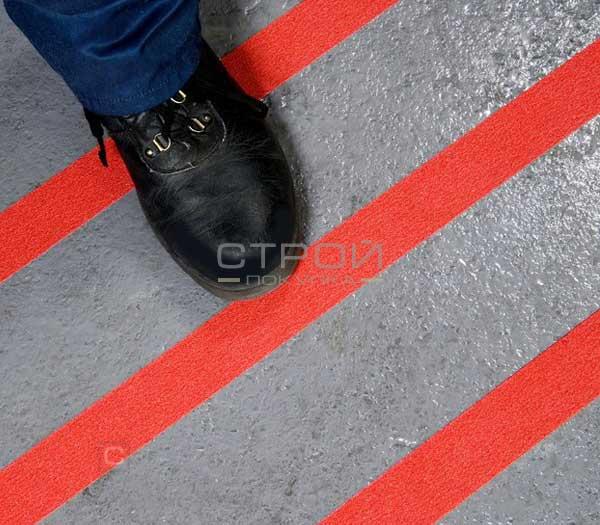 Красная противоскользящая лента для безопасности в скользких местах