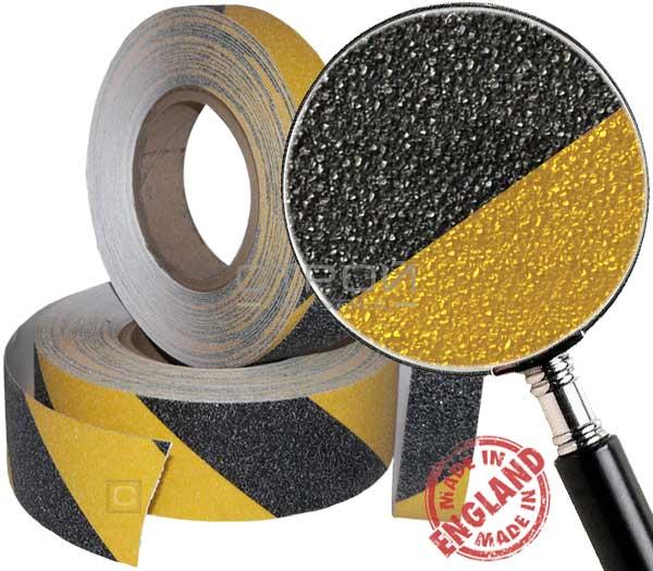 Желто-черная противоскользящая лента под увеличительным стеклом