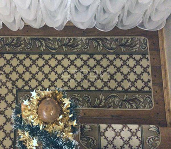 Противоскользящий коврик Милан в пролете лестницы.