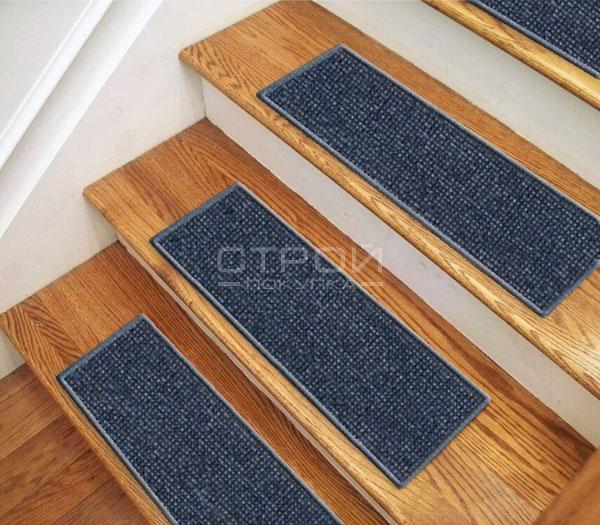 Лестничный коврик Одесса на ступенях.