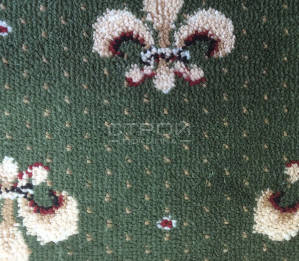 Фактура зеленых ковриков Лилия на деревянную лестницу.