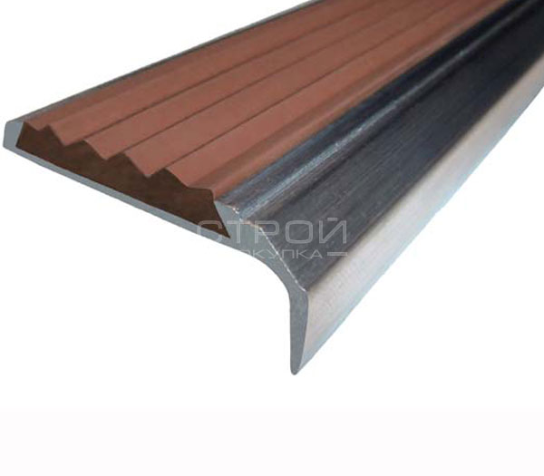 Противоскользящий угол порог Next АНУ42 с коричневой резиновой вставкой и размерами 42мм*7мм*23мм.