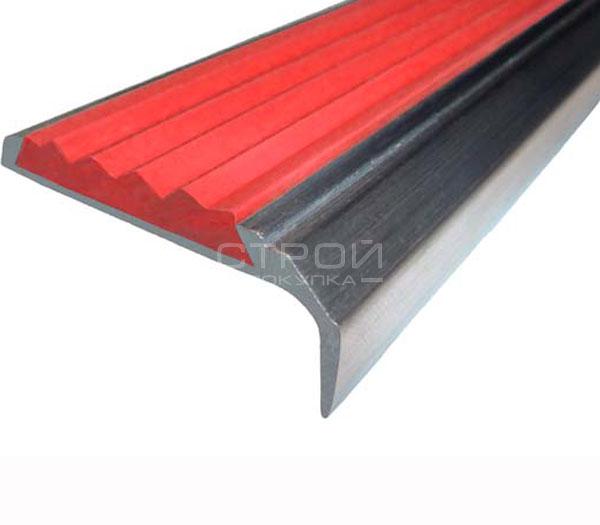 Противоскользящий угол порог Next АНУ42 с красной резиновой вставкой и размерами 42мм*7мм*23мм.