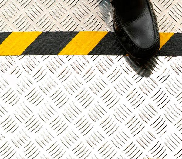 Желто-черная сигнальная алюминиевая клейкая лента