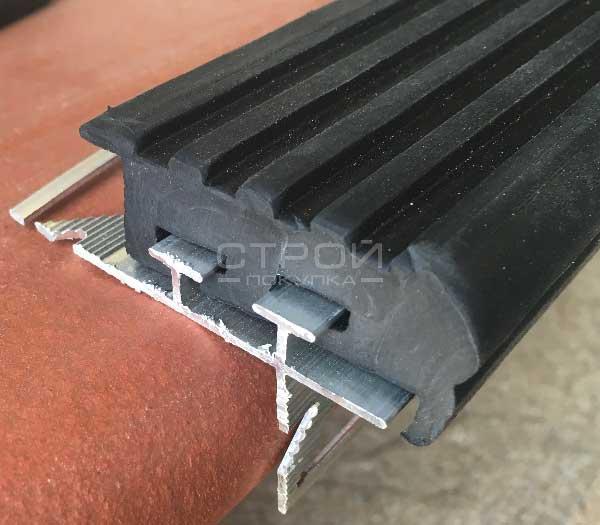Черный профиль для ступени под плитку   Next УШ50 вид с торца.