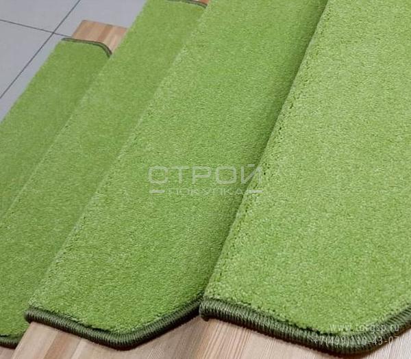 Коврики для ступеней лестницы в доме - Трава зеленого цвета с ворсом 12 миллиметров.