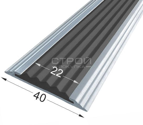 Антискользящие накладки Next АП40 на ступени лестницы с черной вставкой из термоэластопласта.