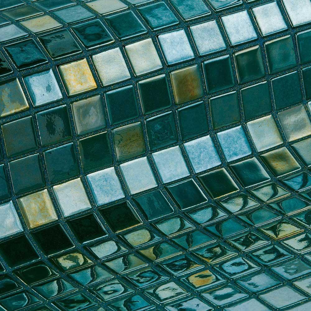 Глянцевая мозаика Esmeralda Metal зеленого цвета производства Ezarri.
