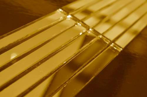 Золотая зеркальная мозаика G149 на сетке.