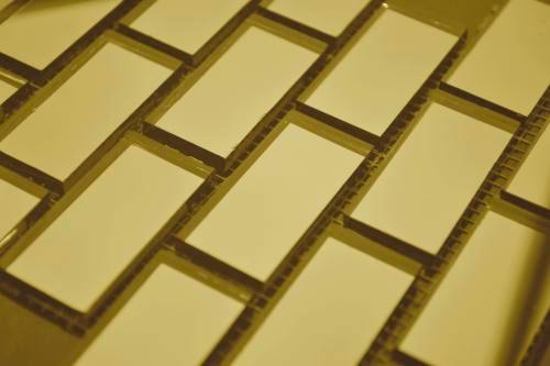 Золотая зеркальная мозаика G42-2 на сетке.