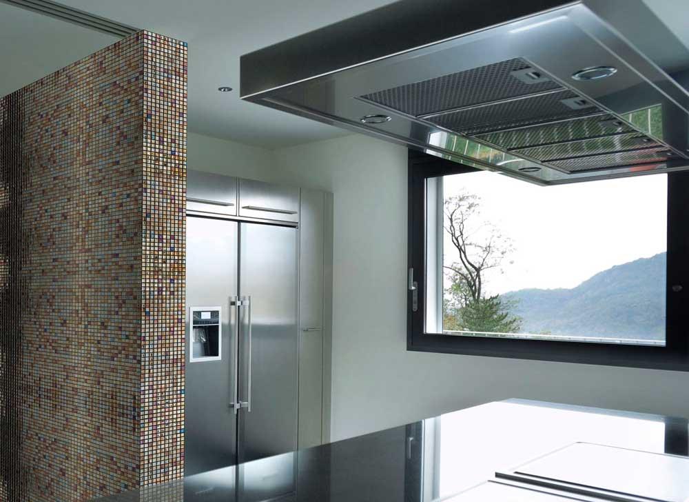 Глянцевая мозаика Oxido Metal металлического цвета производства Ezarri для кухни.