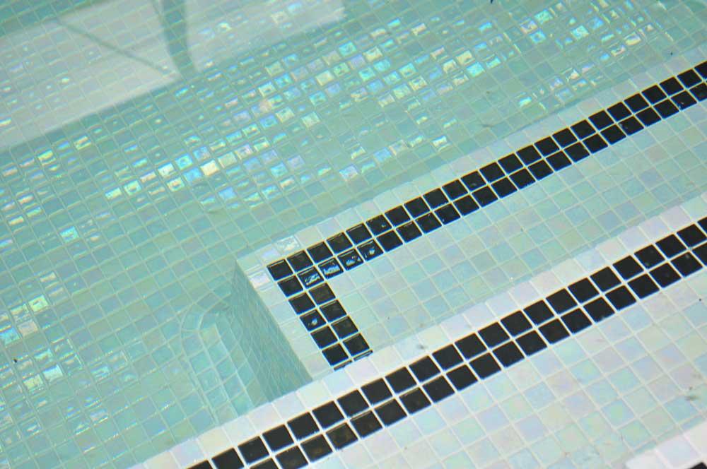 Мозаика Iris Perla в интерьере бассейна