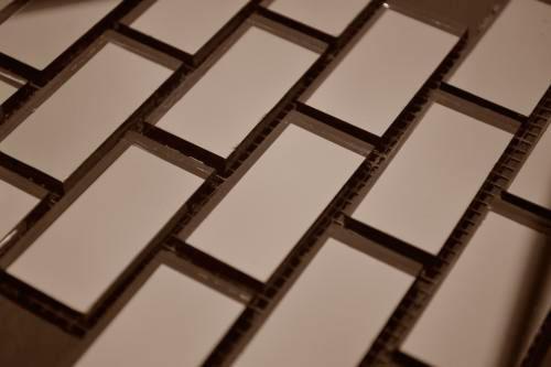 Бронзовая мозаика B42-2 на сетке