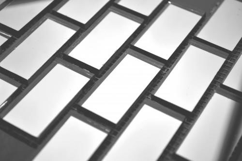 Серебряная мозаика S42-2 на сетке.