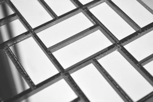 Серебряная зеркальная мозаика S42-3 на сетке.