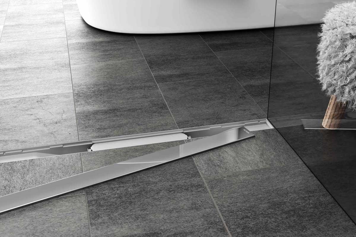 Душевой лоток Alpen Klasic/Floor в интерьере с снятой декоративной решеткой.