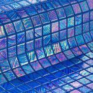 Мозаика Santorini коллекции Vulcano с перламутровой поверхностью.