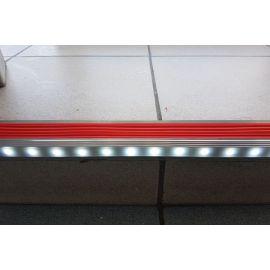 Укладка диодной ленты в профиль для ступеней с подсветкой и противоскользящей вставкой GlowStep45.