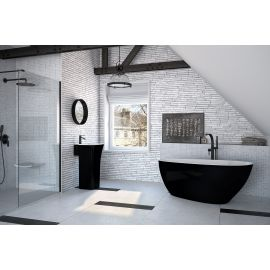 Черно-белая Goya B&W 160 ванна из литого мрамора в интерьере.