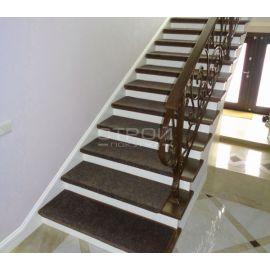 Ковровые накладки Шоколад на лестнице.