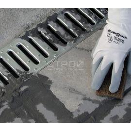 Очистка трапа душевой кабины от остатков цемента средством  для уборки после ремонта Kenaz.