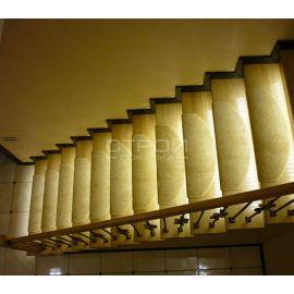Лестница с ковролином на ступени Сливки.