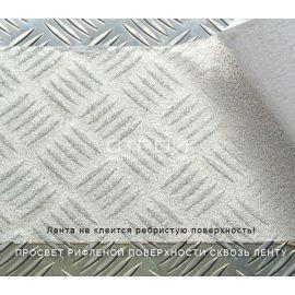 Просвет рисунка поверхности через прозрачную виниловую ленту.