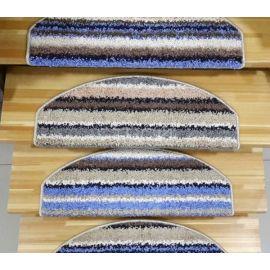Ковровые накладки Карелия на деревянной лестнице.