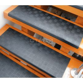 Проступи резиновые крестиком на ступени 25х75 см.