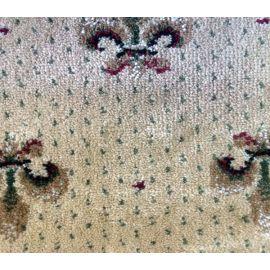 Фактура бежевых ковриков Лилия на деревянную лестницу.