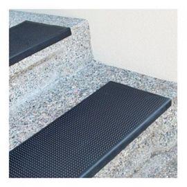 Пример укладки резиновых накладок проступь на гранитные ступени.