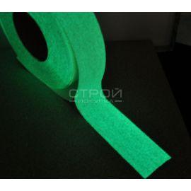 Светящаяся клейкая лента с абразивным противоскользящим слоем.