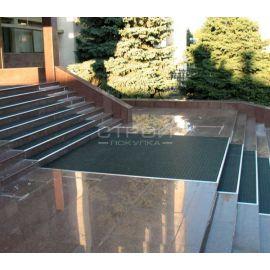 Модульное грязезащитное покрытие утопленное в лестничные ступени