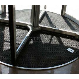 Модульное грязезащитное покрытие в зоне входных крутящихся дверей