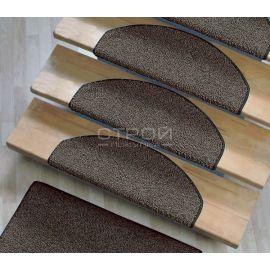 Полукруглые коврики на лестничные ступеньки Пальмира с коричневым оверлоком.