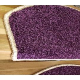 Часть ковролиновой накладки — Purple  из фиолетового ковролина на ступени.
