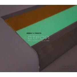 Алюминиевый профиль под ленту АУ-71х25 шириной 50 мм с светящейся и сигнальной желтой полосой в темное время суток.
