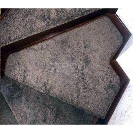 Нестандартный элемент накладки на ступени из ковролина — Ялта шоколад.