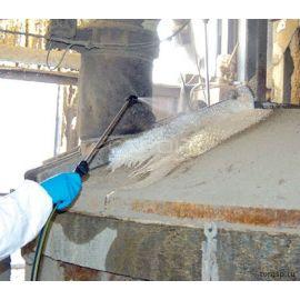 Обработка загрязненной бетоном поверхности средством для удаления бетона и цемента Bio Decap'Beton Guard Concentre.