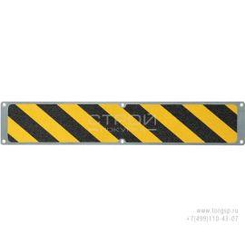 Вид сверху сигнальной накладки из алюминиевой полосы 114 мм с противоскользящей черно-желтой абразивной лентой.