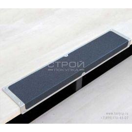 Алюминиевый профиль накладной угловой АУ 120х45 с противоскользящей черной лентой.