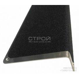 Алюминиевый профиль накладной угловой АУ 120х45 с противоскользящей черной лентой - вид сбоку.