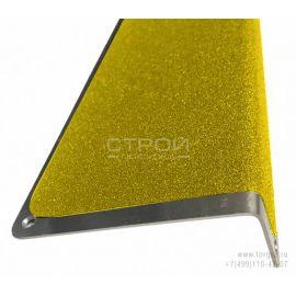 Алюминиевый профиль накладной угловой АУ 120х45 с противоскользящей желтой лентой.