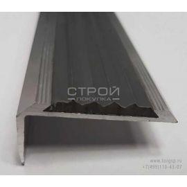 Вид порога углового алюминиевого с черной резиновой вставкой.
