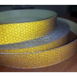Фрагмент рулона желтой светоотражающей виниловой ленты Сoarse Resilient DOT H6652.
