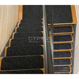 Ковровое покрытие на лестницу Антверпен из иглопробивного ковролина.