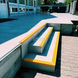 Стеклопластиковый уголок на крыльце ресторана - Стройпокупка - 8(499)110-43-07