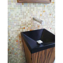 Пол и сектор ванной отделан мозаичным миксом Bellini Cocktail