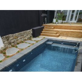 Синяя мозаика Zen Dolerite в бассейне