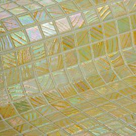 Мозаика Sajama коллекции Vulcano с перламутровой поверхностью.